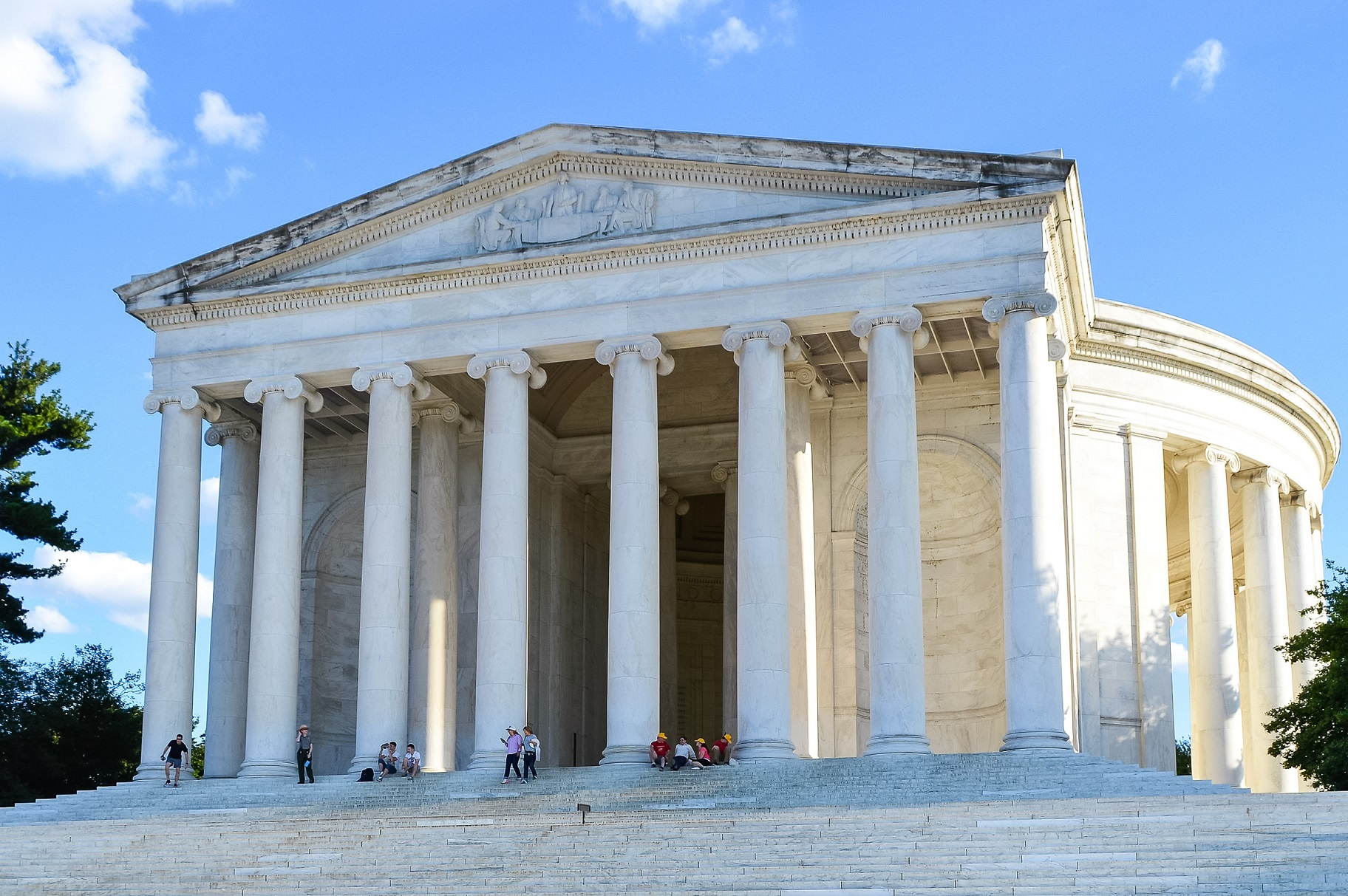 Visiting the Thomas Jefferson Memorial in Washington DC ...